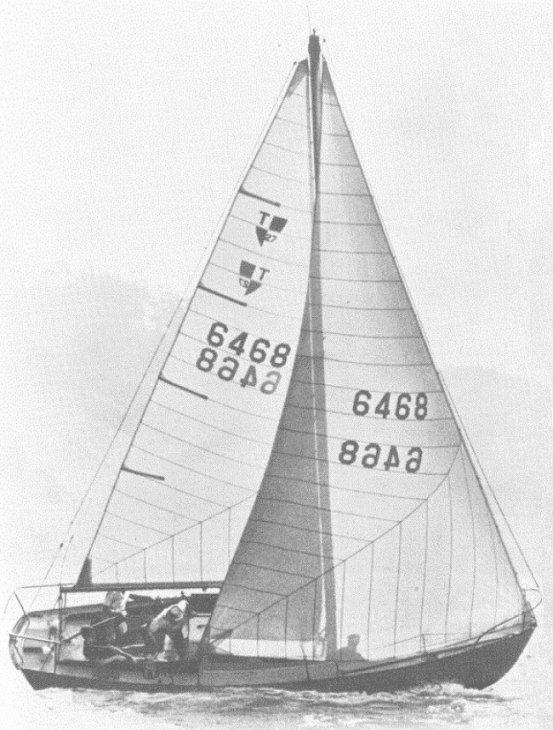 Tartan 27 under sail