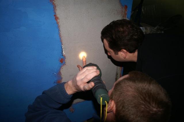 Inspecting sponge blast profile
