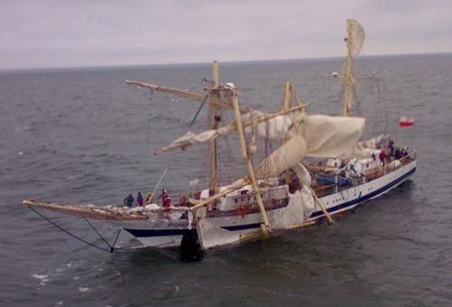 School ship Fryderyk Chopin dismasted