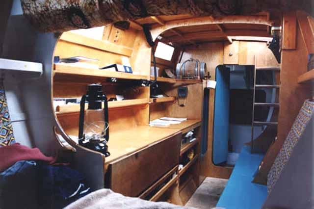 Pahi 42 interior