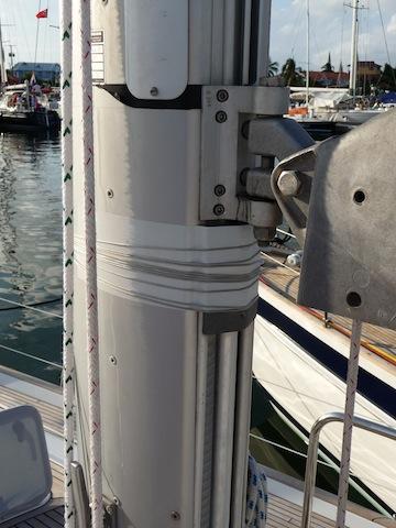 Lashed up in-mast roller-furling bracket