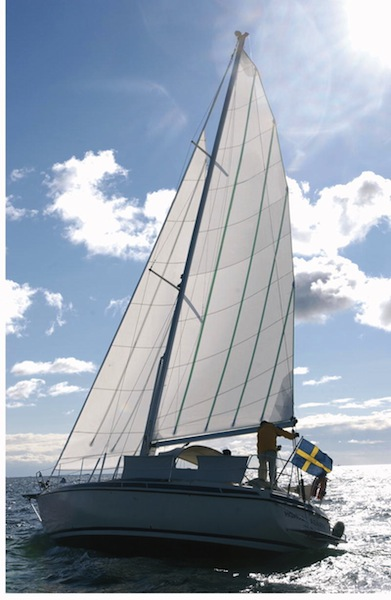 In-mast mainsail with vertical battens