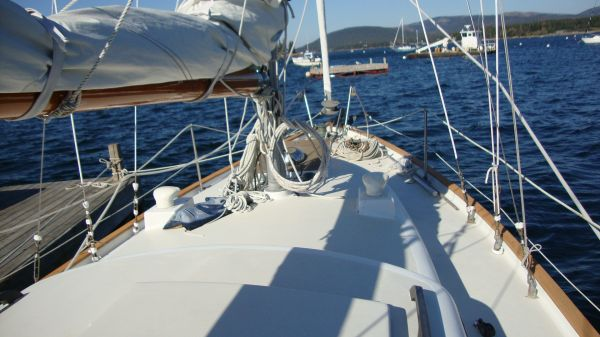 Alberg 35 deck