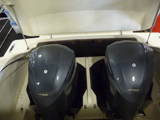 Pursuit outboard well