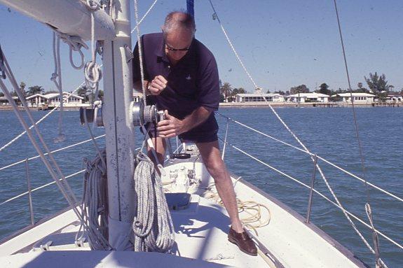 Halyard hoist at mast