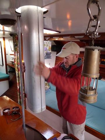 Pulling mast below