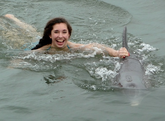 Una towed by dolphin