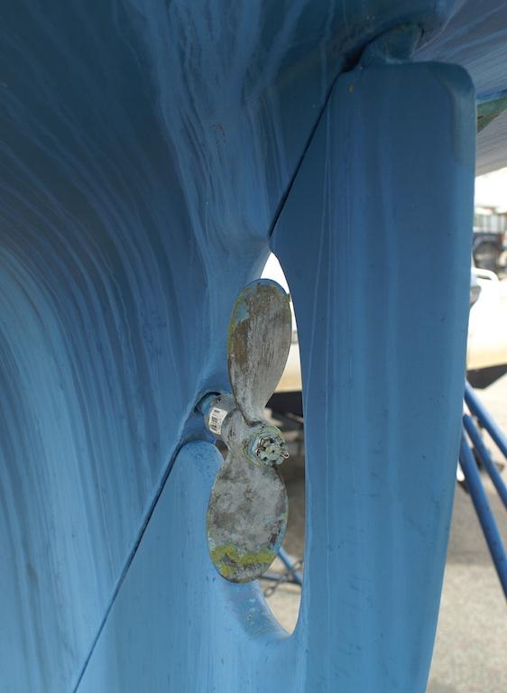 Two blade behind keel