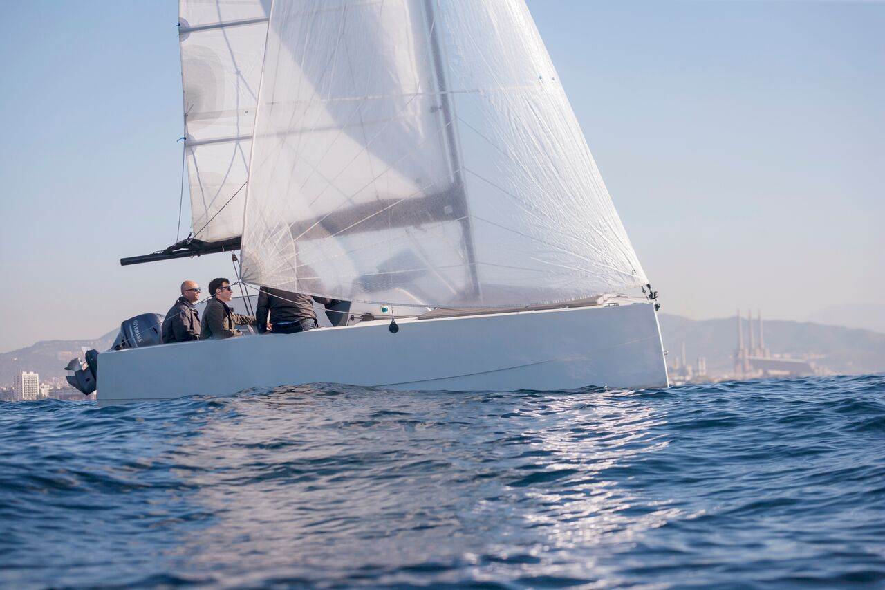 Nuva sailing